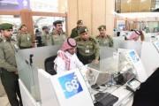 اللواء اليحيى يدشن المرحلة الثانية لأجهزة الخدمة الذاتية بجوازات مطار الملك خالد الدولي