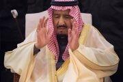 خادم الحرمين الشريفين يؤدي صلاة الميت على الأمير طلال بن عبدالعزيز آل سعود - رحمه الله -