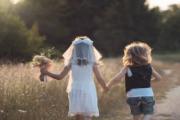 زواج توأم بعمر السادسة من بعضهما لسبب غريب! (فيديو)