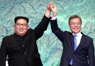زعيم كوريا الشمالية كيم جونغ-أون يعتزم زيارة كوريا الجنوبية لحسم قضية نزع الأسلحة النووية في 2019