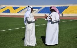 مدير جامعة نجران يتفقد الملعب الذي ستقام عليه مباريات أندية المنطقة ويؤكد استكمال كافة التجهيزات
