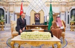 خادم الحرمين الشريفين يستقبل رئيس الوزراء وزير الدفاع بالمملكة الأردنية الهاشمية