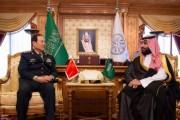 سمو ولي العهد يلتقي وزير الدفاع الصيني