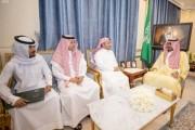 نائب أمير منطقة نجران يكرم الممرض صالح آل كليب