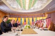 سمو ولي العهد يلتقي الرئيس الأمريكي