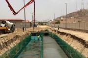 أمانة نجران تواصل العمل في تنفيذ مشروع السيول بحي الفيصلية