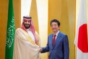 سمو ولي العهد يلتقي رئيس الوزراء الياباني