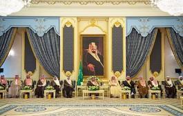 خادم الحرمين الشريفين يستقبل أصحاب السمو الأمراء والفضيلة العلماء وجمعاً من المواطنين
