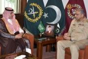 وزير الإعلام يلتقي رئيس أركان الجيش الباكستاني