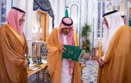 خادم الحرمين الشريفين يتسلم التقرير السنوي الخامس والخمسين لمؤسسة النقد العربي السعودي