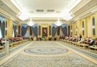خادم الحرمين الشريفين يستقبل أصحاب السمو الأمراء وأصحاب الفضيلة العلماء وجمعاً من المواطنين