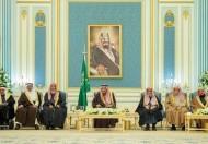 خادم الحرمين الشريفين يستقبل أصحاب السمو الأمراء ومفتي عام المملكة وأصحاب الفضيلة العلماء وجمعاً من المواطنين