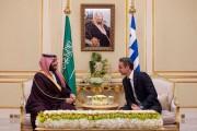 سمو ولي العهد يعقد اجتماعاً مع رئيس وزراء جمهورية اليونان