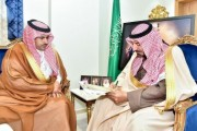 سمو أمير نجران يتقلد بطاقة المتطوع الأول في الإسكان