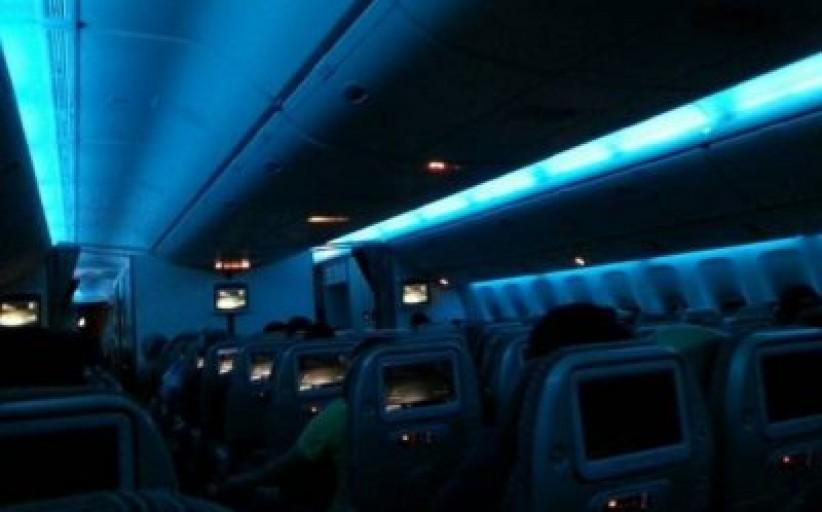 ماهو السر وراء تعتيم الأضواء عند إقلاع وهبوط الطائرات