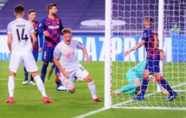 بايرن يُلحق ببرشلونة هزيمة مذلة 8-2 ويتأهل لقبل نهائي دوري الأبطال