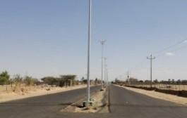 أمانة نجران تركب أكثر من ۹۰۰ عمودة إنارة بحي تصلال