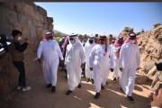 وفد رجال أعمال مكة المكرمة يزور  موقع الأخدود  الأثري بنجران