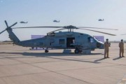 القوات البحرية تدشن الطائرات العامودية البحرية القتالية متعددة المھام من نوع (MH-60R)