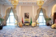 خادم الحرمين الشريفين يستقبل جلالة سلطان عُمان ويعقدان جلسة مباحثات رسمية