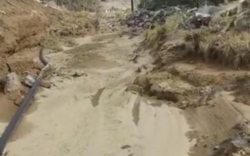 سيول الأمطار تحاصر عدد من المنازل والمزارع في بعض الأحياء في نجران