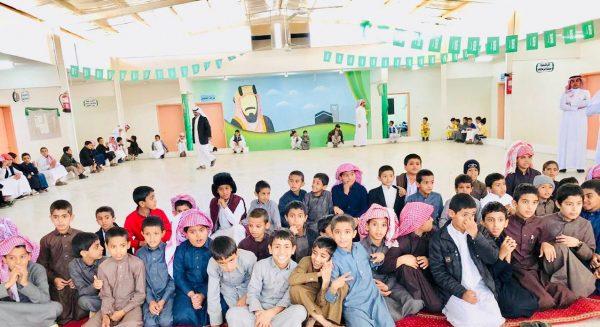 ابتدائية محمد بن احمد الرشيد تُكرم طلابها المتفوقين