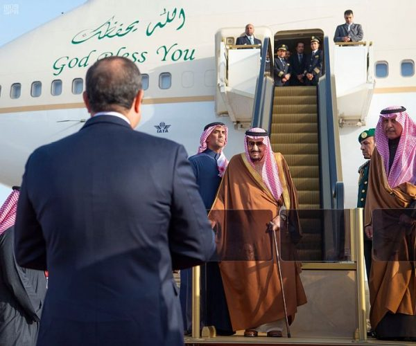 خادم الحرمين الشريفين يصل إلى جمهورية مصر العربية