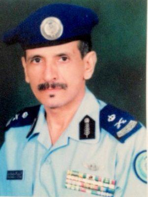 ( فيديو ) اللواء طيار ركن م/ محمد بن عبدالله آل قريشة يلفت الانظار في هبوط نادر بطائرة ( C130) على مدرج ترابي عام 1985م