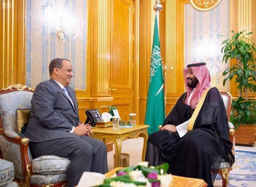سمو ولي العهد يلتقي وزير الشؤون الخارجية الموريتاني ورئيس وفد القيادات المسيحية الإنجيلية