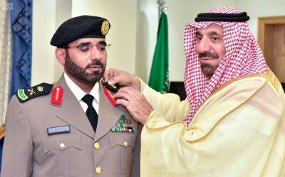 سمو أمير نجران يقلد نائب مدير شرطة المنطقة رتبته الجديدة