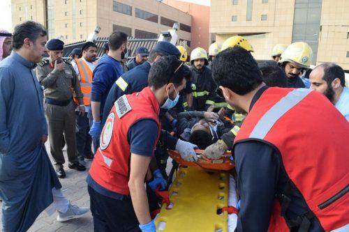 الدفاع المدني : وفاة شخصين وإصابة 13 في حادثة مبنى جامعة المعرفة خرج منهم 10 أشخاص سالمين