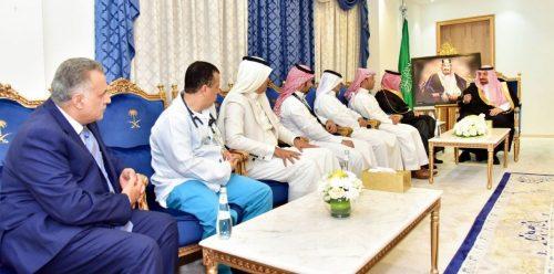 سمو الأمير جلوي بن عبدالعزيز يكرم أعضاء الفريق الطبي بصحة نجران لإجراء أول عملية قلب نوعية بالمنطقة الجنوبية