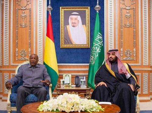 سمو ولي العهد يجتمع مع رئيس جمهورية غينيا كوناكري