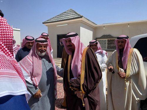 أمير نجران يقف على طريق شرورة - السليل ويزور شيخ شمل آل فهاد