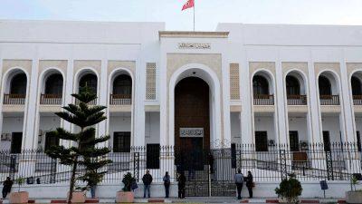 قاض تونسي يحقق مع أربعة من أعضاء النهضة بتهمة محاولة العنف أمام البرلمان
